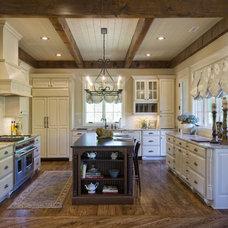 Traditional  by Dillard-Jones Builders, LLC