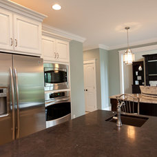 Traditional Kitchen by Homes By Alan Bosma