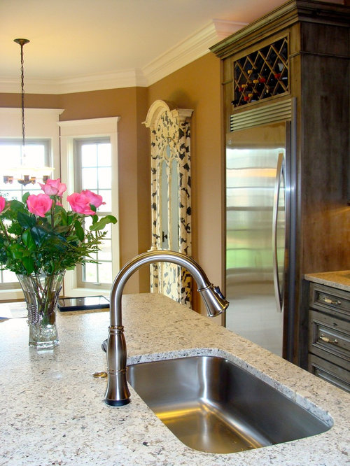 Example Of A Classic Kitchen Design In Nashville