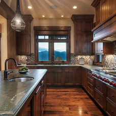 Rustic Kitchen by Cameo Homes Inc.