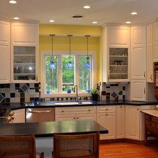Modern Kitchen by ROGERS KITCHENS