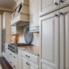 Craftsman Kitchen by SH Designs Inc