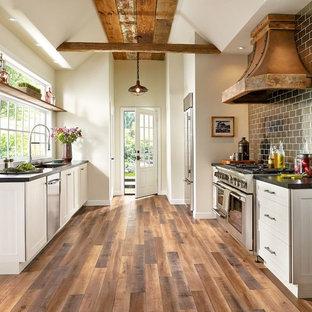 Immagine di una cucina rustica