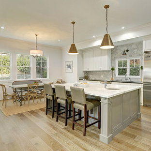 Transitional kitchen ideas - Example of a transitional kitchen design in Los Angeles