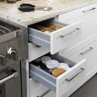 Küchen mit Küchenrückwand in Braun und Laminat-Arbeitsplatte Ideen ...