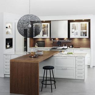 Küchen mit Laminat-Arbeitsplatte und Küchenrückwand in Braun Ideen ...