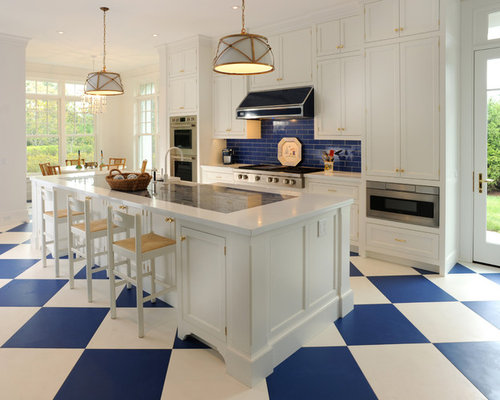 Large Traditional Eat In Kitchen Appliance   Inspiration For A Large  Timeless Single Wall
