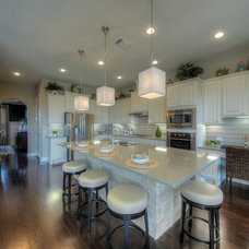 Transitional Kitchen by Dy Lynne Décor, Inc.
