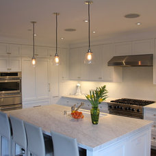 Traditional Kitchen by Cardea Building Co.