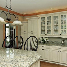 Traditional Kitchen by Lowe's of South Lexington, KY