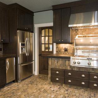 Modelo de cocina de estilo americano con electrodomésticos de acero inoxidable