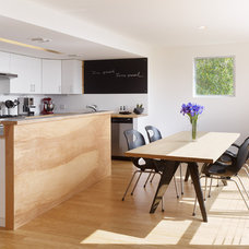 Contemporary Kitchen by URBAN OPERATIONS