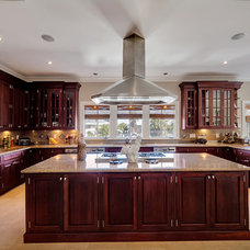 Traditional Kitchen by Emerald Coast Real Estate Photography