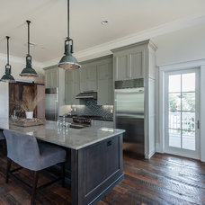 Kitchen by Emerald Coast Real Estate Photography
