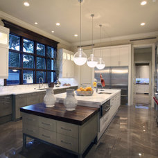 Kitchen by Carlos Martin Architects, Inc.