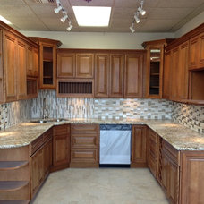 Traditional Kitchen Cabinets by Glenn Rogers Cabinet Broker