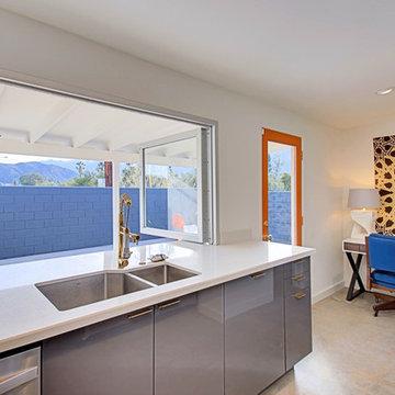 3 Palms - Pass Through Kitchen Window & Desk Area