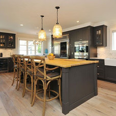 Farmhouse Kitchen by Kits Construction