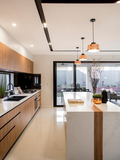 cuisine avec une cr dence orange et une cr dence en carreau de miroir photos et id es d co de. Black Bedroom Furniture Sets. Home Design Ideas