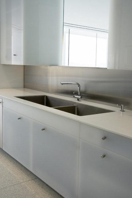 Modern Kitchen by the construction zone, ltd.