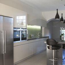 Modern Kitchen by Moon Design + Build