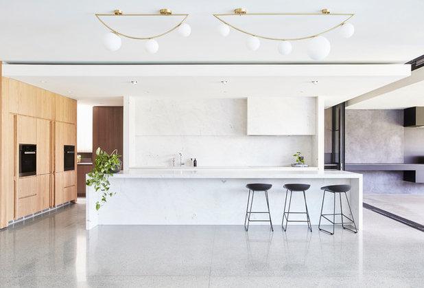 Modern Kitchen by mckimm residential design