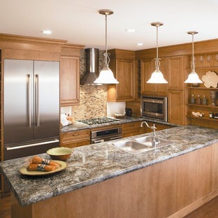 Elegant u-shaped eat-in kitchen photo in Cincinnati with laminate countertops