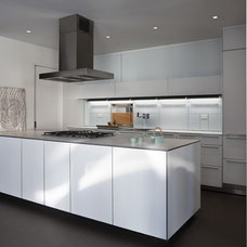 Modern Kitchen by Fiedler Marciano | Architecture