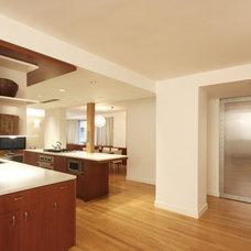 Modern Kitchen by KIMOY Studios