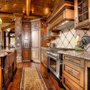 Idee per una cucina stile rurale con lavello stile country e top in granito