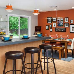 デンバーのコンテンポラリースタイルのおしゃれなダイニングキッチン (アンダーカウンターシンク) の写真