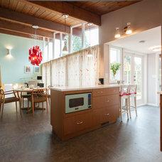 Modern Kitchen by Kenorah Design + Build Ltd.