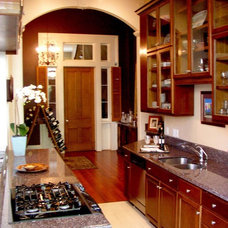 Traditional Kitchen by NANO LLC