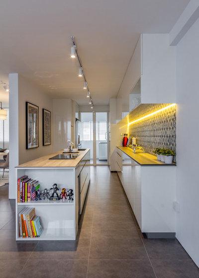 Contemporary Kitchen by Fineline Design Pte Ltd