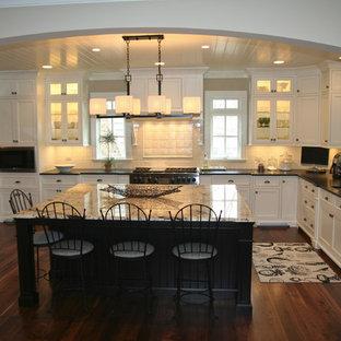 Traditional kitchen photos - Elegant kitchen photo in Chicago with granite countertops