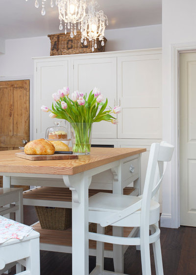 Farmhouse Kitchen by Charlie Kingham | Guildford