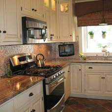 Traditional Kitchen by Celeste Jackson Interiors, Ltd.