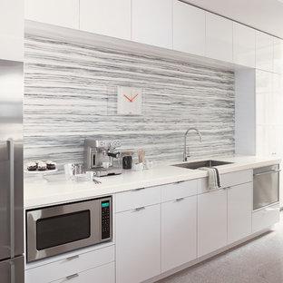 Modern kitchen designs - Kitchen - modern kitchen idea in Cincinnati