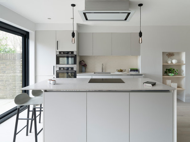 Contemporary Kitchen by fiftypointeight Architecture + Interiors