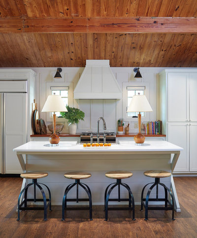 Farmhouse Kitchen by Studio C Architecture & Interiors