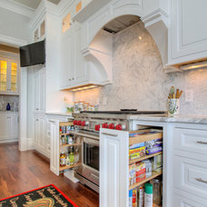 Traditional Kitchen by Palmetto Cabinet Studio