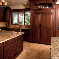 Traditional Kitchen by Bella Domicile