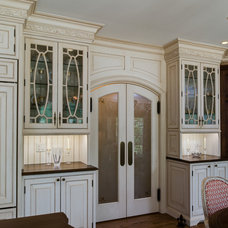 Traditional Kitchen by Kitchen Encounters