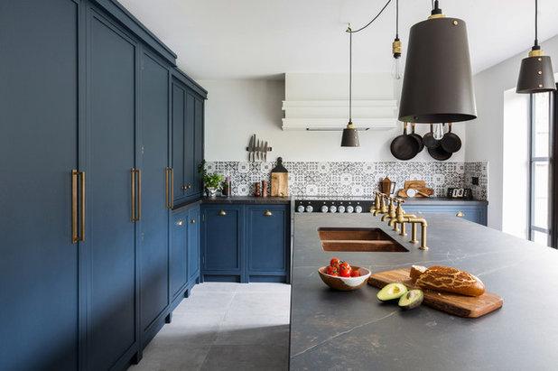 Industrial Kitchen by burlanes interiors