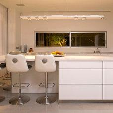 Contemporary Kitchen by Moshi Gitelis - Photographer