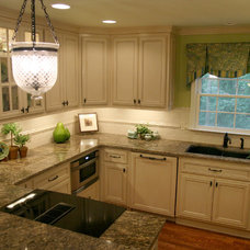 Traditional Kitchen by Robinson Interiors