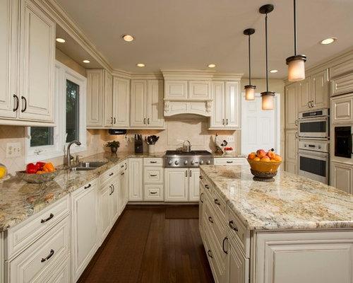 Küchen mit beigefarbener küchenrückwand und küchenrückwand aus ...
