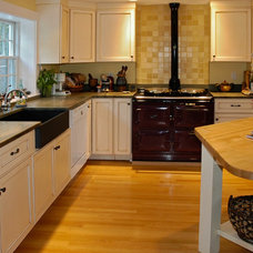 Traditional Kitchen by Hands-On Construction