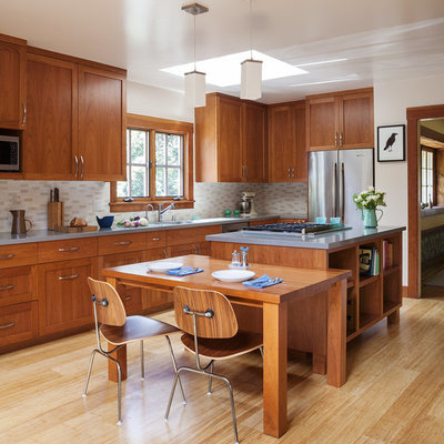 Example of a mid-sized arts and crafts l-shaped bamboo floor and beige floor eat-in kitchen design in San Francisco with shaker cabinets, medium tone wood cabinets, stainless steel appliances, an island, quartz countertops, beige backsplash and ceramic backsplash
