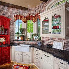 Traditional Kitchen by GRADY-O-GRADY Construction & Development, Inc.
